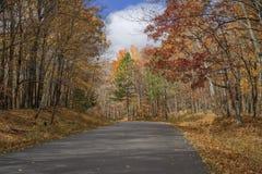 Дорога осени, парк штата lacs mille стоковое фото