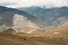 Дорога от Muktinath к Kagbeni, часть трека цепи Annapurna в зоне консервации Annapurna, Непал Стоковые Изображения RF