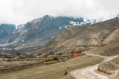 Дорога от Muktinath к Kagbeni, часть трека цепи Annapurna в зоне консервации Annapurna, Непал Стоковые Фотографии RF