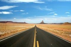 дорога памятника Аризоны открытая к долине Стоковые Изображения