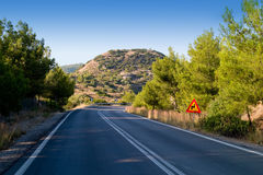 дорога пеет желтый цвет стоковые изображения rf