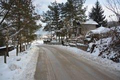 Дорога покрытая с снегом Стоковая Фотография