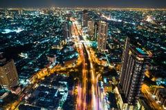 Дорога соединения угла движения 3 ночи с светом автомобиля стоковая фотография rf