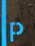 дорога стоянкы автомобилей маркировки Стоковые Изображения