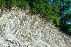 Дорога страны замотки пешая в горах водя вверх Gelendzhik, северный Кавказ, Россия Стоковые Фото