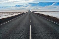 Дорога с горами Стоковые Фотографии RF
