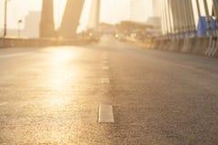 Дорога с освещением солнца Стоковое Изображение RF