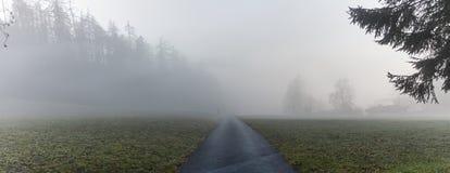 Дорога туманной горы Стоковые Изображения