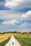 Дорога через сельскую местность Стоковая Фотография