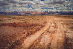 Дорога через тибетское плато Стоковые Изображения RF