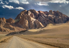 Дорога через тибетское плато Стоковая Фотография