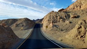 Дорога через холмы Стоковые Фотографии RF