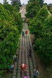 Дорога для того чтобы намочить здание замка Стоковые Фотографии RF