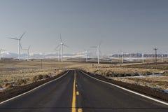 Дорога для того чтобы обмотать левую сторону Ферм-горизонтальной дороги смещенную Стоковые Фото