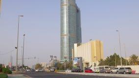 Дорога 4k ОАЭ движения летнего дня Абу-Даби акции видеоматериалы