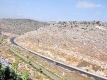 Дорога Karmiel между камнем склоняет 2008 Стоковые Изображения