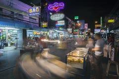Дорога Khao Сан в Бангкоке на ноче Стоковое Изображение RF