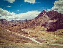 Дорога Manali-Leh в Гималаях стоковое изображение rf