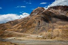 Дорога Manali-Leh в Гималаях стоковая фотография rf