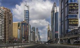 Дорога Shaikh Zayed - Дубай Стоковое Фото
