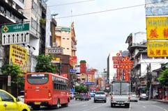 Дорога Yaowarat домашняя к Чайна-тауну Бангкока. Стоковое фото RF
