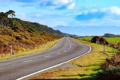 Дороги взгляда западное побережье залива Брюс почти южного острова Новой Зеландии Стоковые Изображения RF