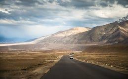 Дороги и красивый пейзаж Стоковые Фото