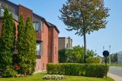 Дорогой современный дом с огромными окнами Стоковые Фотографии RF