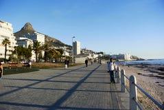 дорожка и вид на море берега на заливе лагерей стоковые фотографии rf