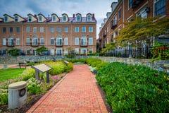 Дорожка и жилые дома в Александрии, Вирджинии Стоковая Фотография RF