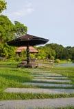 дорожка камня сада моста деревянная Стоковые Изображения