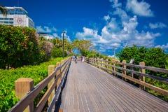 Дорожка к известному южному пляжу, Miami Beach, Флориде Стоковые Изображения RF