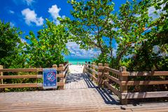 Дорожка к известному южному пляжу, Miami Beach, Флориде Стоковое Изображение RF