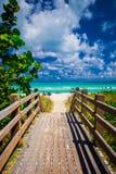 Дорожка к известному южному пляжу, Miami Beach, Флориде Стоковые Изображения