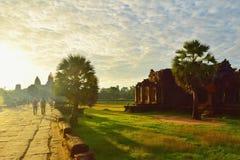 Дорожка к Ankor Wat, Siem Reap, Камбодже Стоковые Изображения RF