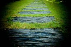 Дорожка сада сделанная от деревянной текстуры стоковое изображение