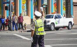 Дорожная полиция Лос-Анджелеса Officer - ЛОС-АНДЖЕЛЕС - КАЛИФОРНИЯ - 20-ое апреля 2017 стоковая фотография rf