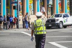 Дорожная полиция Лос-Анджелеса Officer - ЛОС-АНДЖЕЛЕС - КАЛИФОРНИЯ - 20-ое апреля 2017 стоковое изображение