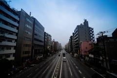 Дорожное движение в часе пик в Токио, Японии стоковая фотография rf
