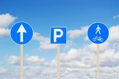 Дорожные знаки и небо Стоковая Фотография RF