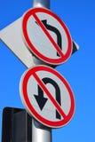 Дорожные знаки ОТСУТСТВИЕ ЛЕВОГО ПОВОРОТА, ОТСУТСТВИЕ РАЗВОРОТА Стоковое Изображение RF