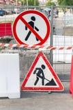 Дорожные работы граничат с знаками улицы отсутствие путя Стоковое Фото
