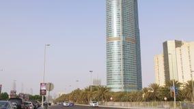 Дорожные строительства залива движения света дня Абу-Даби осматривают 4k ОАЭ сток-видео