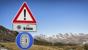 Дорожный знак автошины зимы Стоковое фото RF