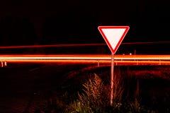 Дорожный знак дает путь Стоковое Изображение