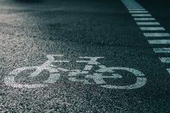 Дорожный знак велосипеда на улице Стоковые Изображения