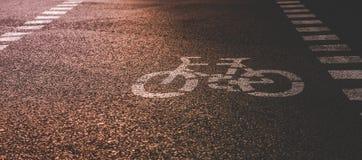 Дорожный знак велосипеда на улице Стоковые Фото