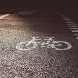 Дорожный знак велосипеда на улице Стоковое Изображение RF