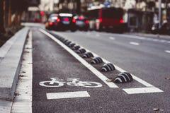 Дорожный знак велосипеда на улице Стоковое фото RF