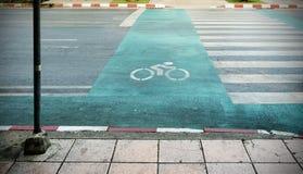 Дорожный знак велосипеда на дороге Стоковое Фото